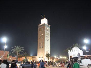 Marokko Rundreise Reise in 1001Nacht Die berühmte Minarett der Koutoubia-Moschee bei Nacht.