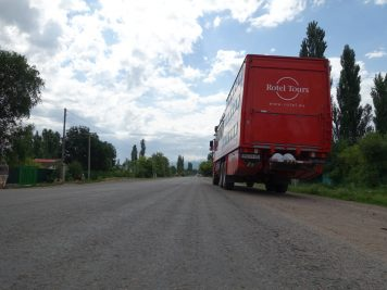 Bus Rotel Tours Straße unterwegs