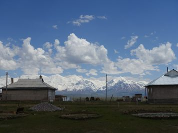 Dorf Aussicht Gebirge